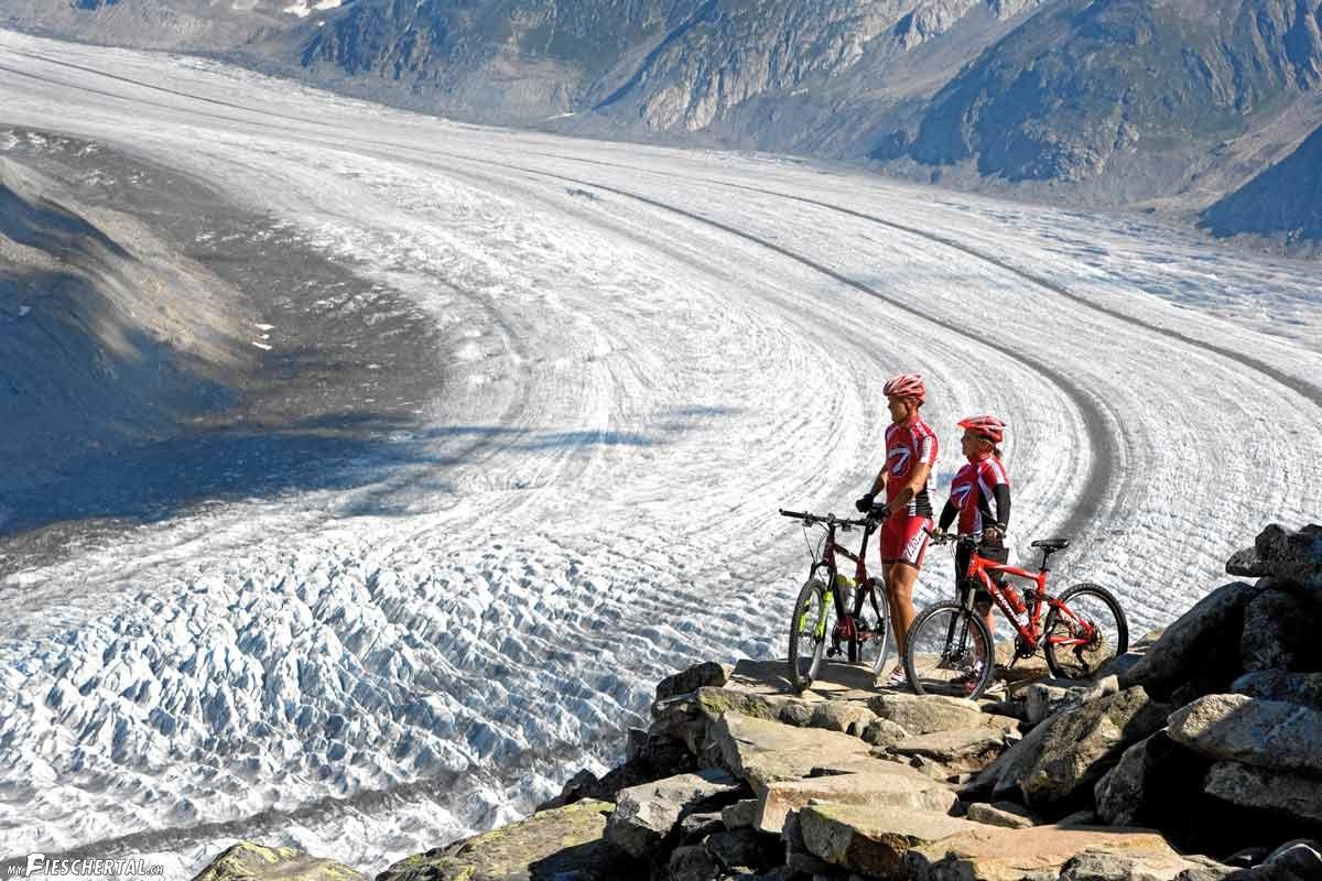 biker-am-aletschgletsch